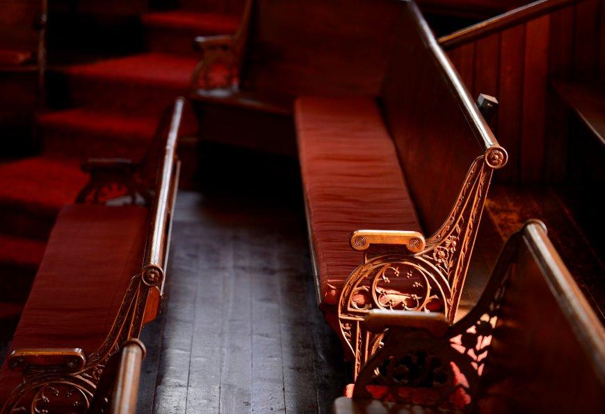 erskine church pews